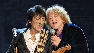 Ron Wood performs with Mick Hucknall after The Small Faces/Faces were inducted into the Rock and Roll Hall of Fame.