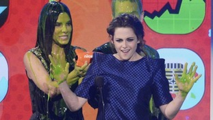 Twilight star Kristen Stewart gets her hands dirty as she accepts her award.
