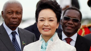 China's First Lady Peng Liyuan takes part in the welcoming ceremony in Dar es Salaan.