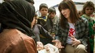 Samantha Cameron meets a Syrian mother whose baby is suffering from a broken leg