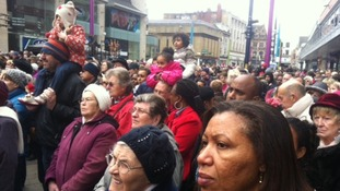 Hundreds gather to watch