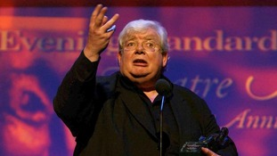 Richard Griffiths gives a speech after receiving an award in 2004
