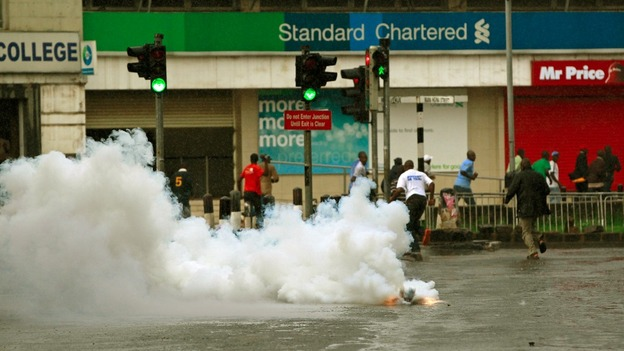 Riot police fire tear-gas to disperse supporters of Kenya&#x27;s Prime Minister Raila Odinga