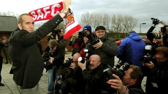 Di Canio holds a Sunderland scarf for the cameras