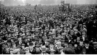 A crowd gathers in Hyde Park for a meeting during the General Strike.