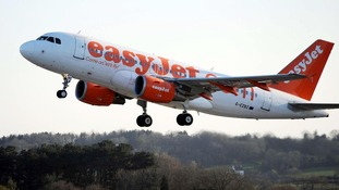 easyJet cuts losses thanks to big Easter getaway