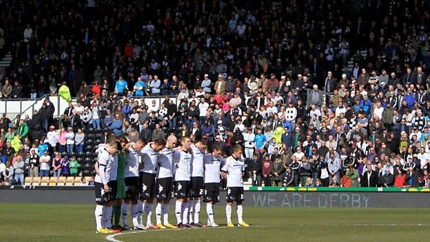 Derby County players observe a minute&#x27;s silence in memory of the six children who lost their lives in a house fire on Victory Road.