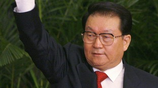 Li Changchun waves to the press at the Great Hall of the People in Beijing