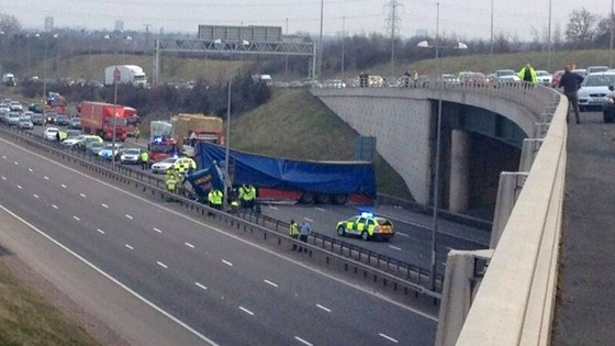 &#x27;Lucky escape&#x27; after lorry leaves flyover and lands on M6 toll.