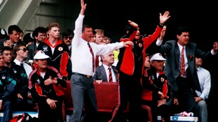 1990: Alex Ferguson (l) and assistant Archie Knox (r) jump off the bench as their side score