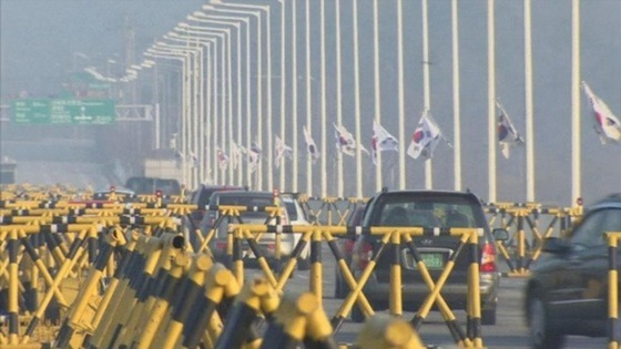 Cars returning from the Kaesong industrial complex.