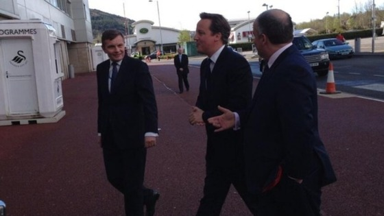 David Cameron, flanked by Welsh Secretary David Jones and Assembly Group Leader Andrew RT Davies