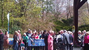 Crowds for Kate