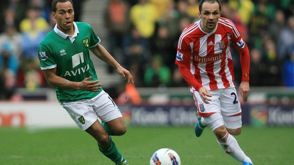 Stoke City&#x27;s Matthew Etherington and Norwich City&#x27;s Elliott Bennett (left) battle for the ball