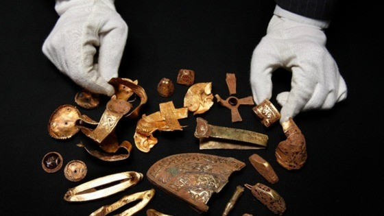 Bid to keep treasure hoard together welcomed.