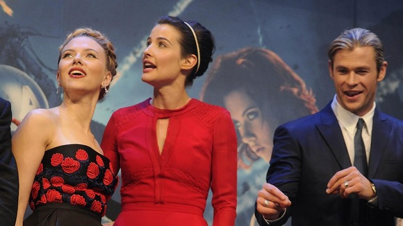 Johansson with Cobie Smulders (centre) and Chris Hemsworth at the premiere.