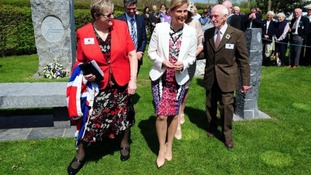The Countess met Harry Parkes (right), a former Bevin Boy who designed the memorial