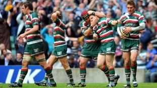 Leicester Tigers' Dan Hipkiss (second right) is mobbed by his team mates after scoring the winning try