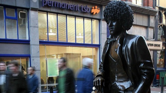 Statue in honour of Thin Lizzy frontman Phil Lynott in Dublin