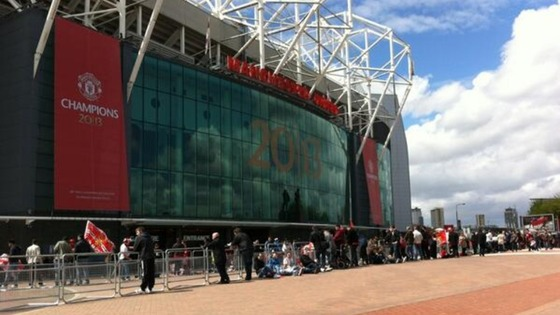 Fans arrive at Old Trafford
