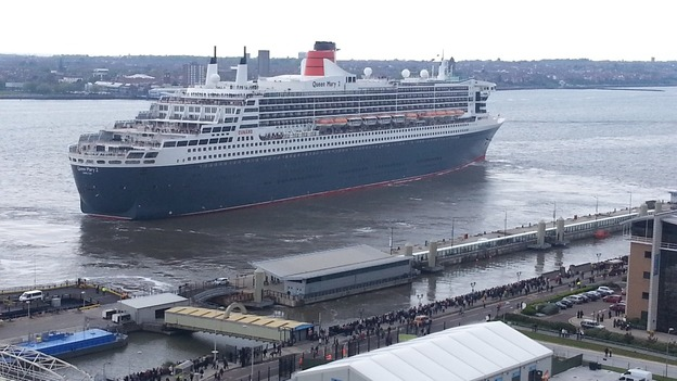 Queen Mary 2 leaves the Pier Head