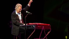The Doors keyboardist Ray Manzarek dies