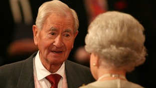 Bill Pertwee receiving an MBE from the Queen in 2007