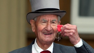 Bill Pertwee outside Buckingham Palace after receiving his MBE