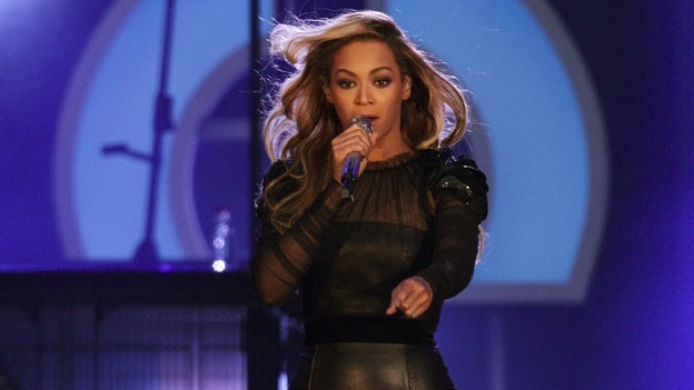 Beyonce headlined the charity concert at London's Twickenham Stadium.