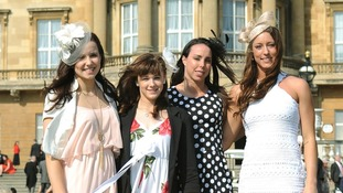 Queen throws garden party for London 2012 stars