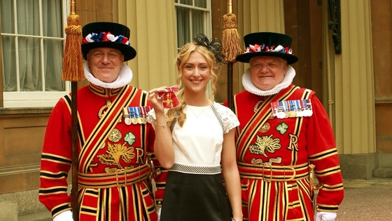 Cyclist Laura Trott with members of the Yeoman of the Guard