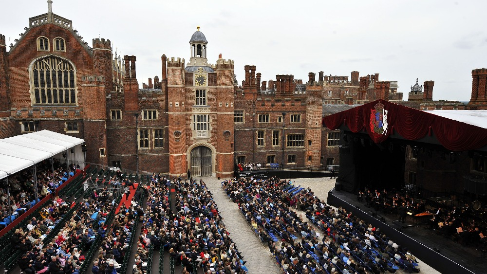 how to get to hampton court palace from central london
