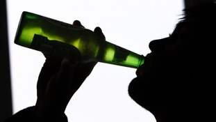 The report suggests that doctors can do more to help people with alcohol problems.