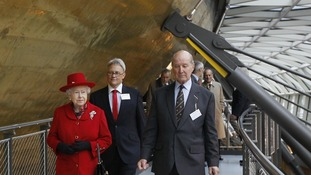 Queen tours Cutty Sark