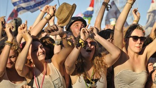 Revellers attending Glastonbury Festival can look forward to a dry, if cool, weekend