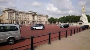 Buckingham Palace as seen by Google Glass.