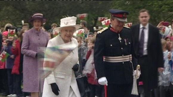Queen being greeted by Welsh public