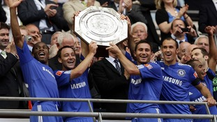 Chelsea raise shield after beating Man U in 2009