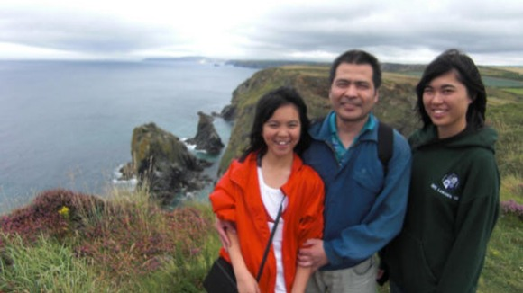 Jifeng Ding with his daughters  Xing (right) and Alice (left) 