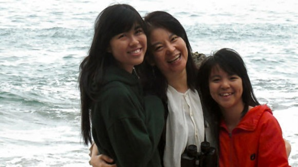 Xing and Alice with their mother Helen Chui