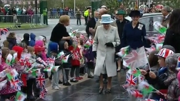 The Queen arrives in Aberfan