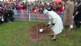 The Queen helps plant a tree at Glanusk Park