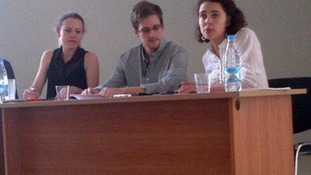Edward Snowden met with activists from Wikileaks and Human Rights Watch