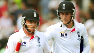 Ian Bell and Stuart Broad built a crucial 50 partnership