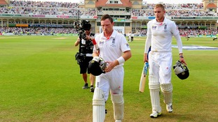 Ian Bell and Stuart Broad will resume their respective innings today.