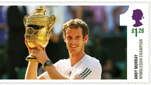 Murray holds trophy