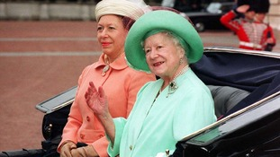 The Queen Mother and Princess Margaret wave to crowds in London, 1995