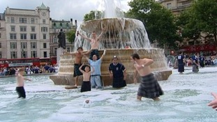 Scotland supporters cool off in Trafalgar Square