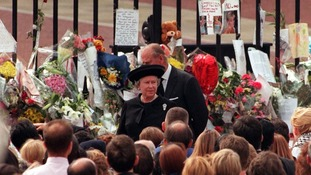 The Queen and the Duke of Edinburgh among floral tributes Princess Diana left by wellwishers