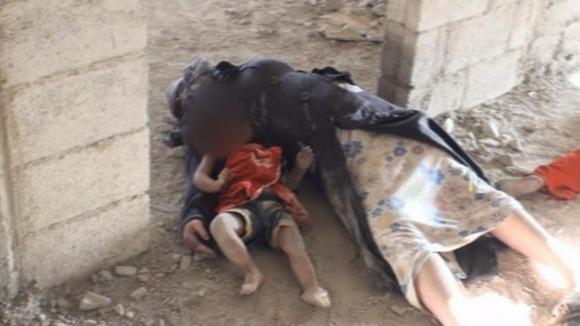 สภาพของผู้เสียชีวิตในที่เกิดเหตุลูกที่นอนตายอยู่ข้างแม่ขณะพวกเขาพยายามที่จะหนี